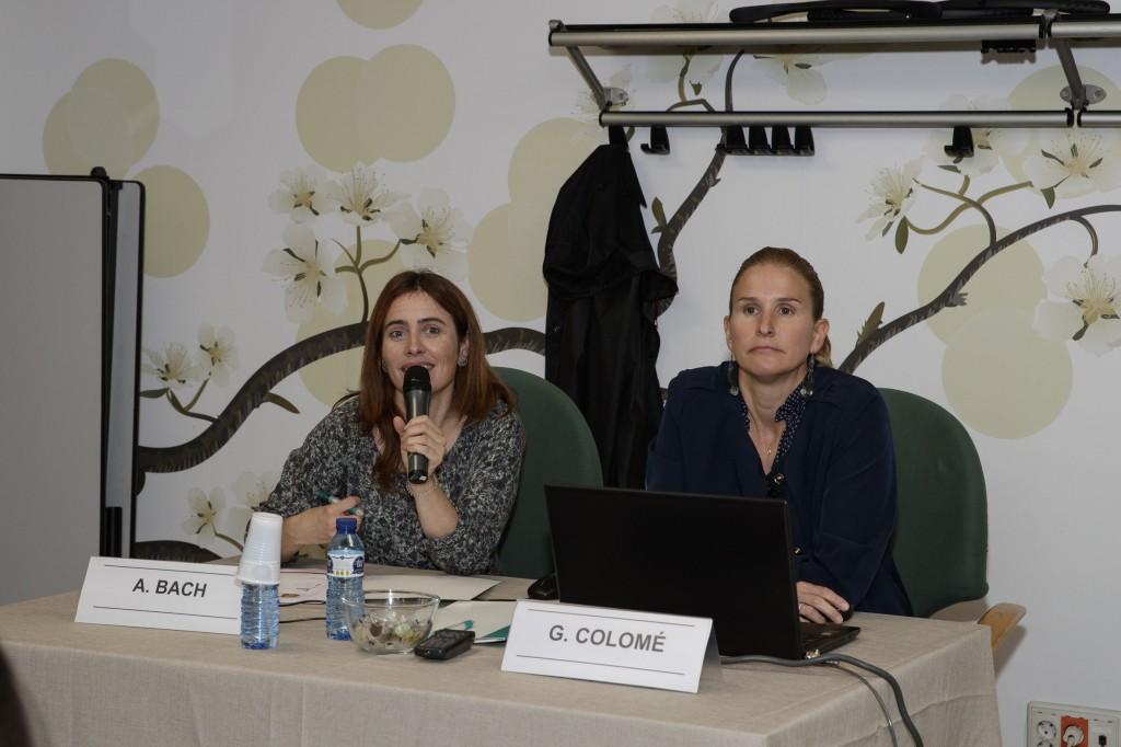 Anna Bach, vocal d'Alimentació i Nutrició del COFB i la doctora Gemma Colomé, durant la conferència.