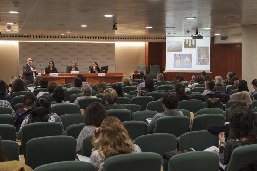 """El Dr. Agustí Sellas, durant la conferència """"Artritis psoriàsica: immunomoduladors i importància d'alternatives terapèutiques""""."""