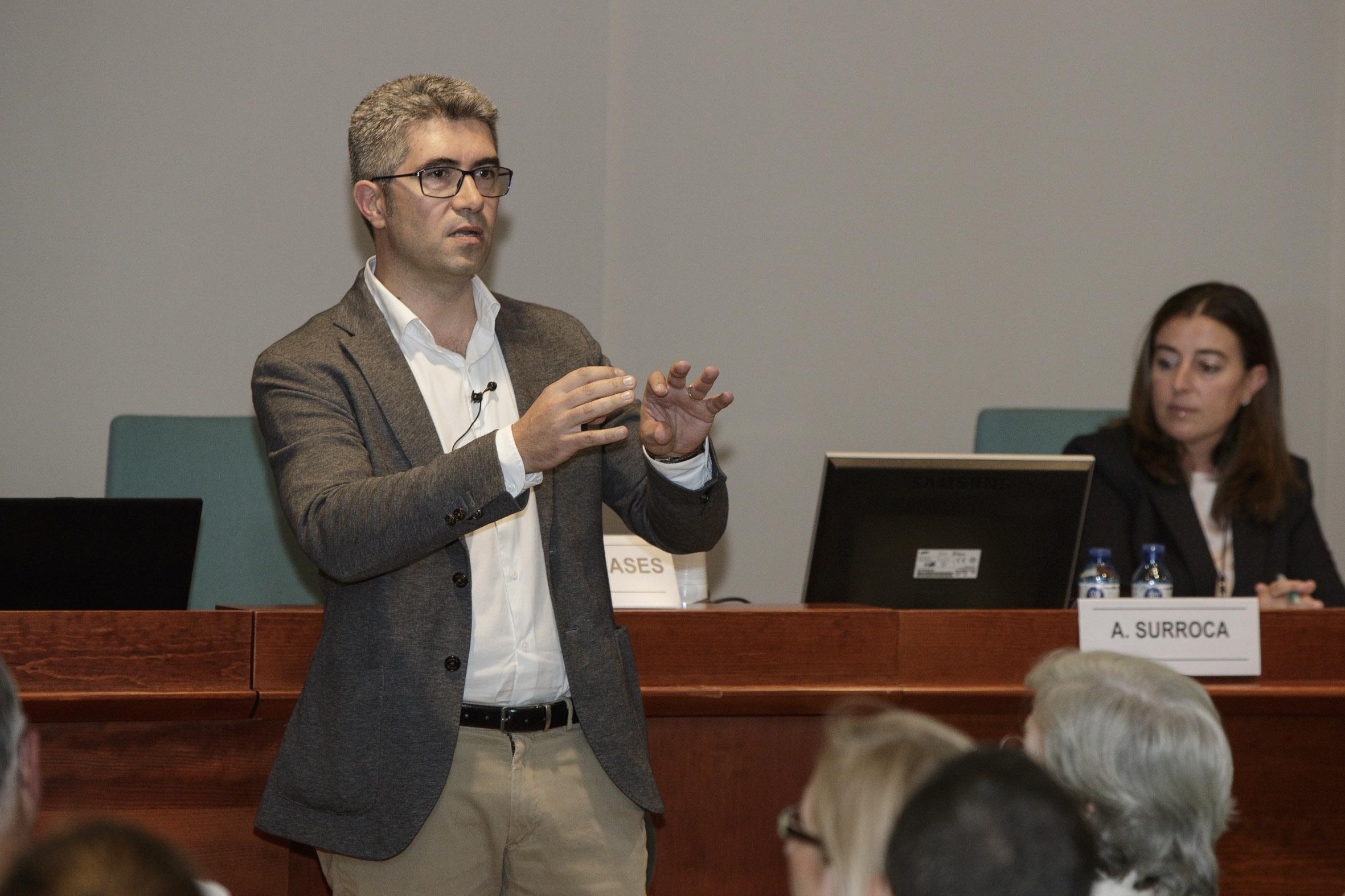 """El Dr. Bartrés-Faz, durant un moment de la conferència """"Barcelona Brain Health Initiative: Estils de vida i salut cerebral"""""""