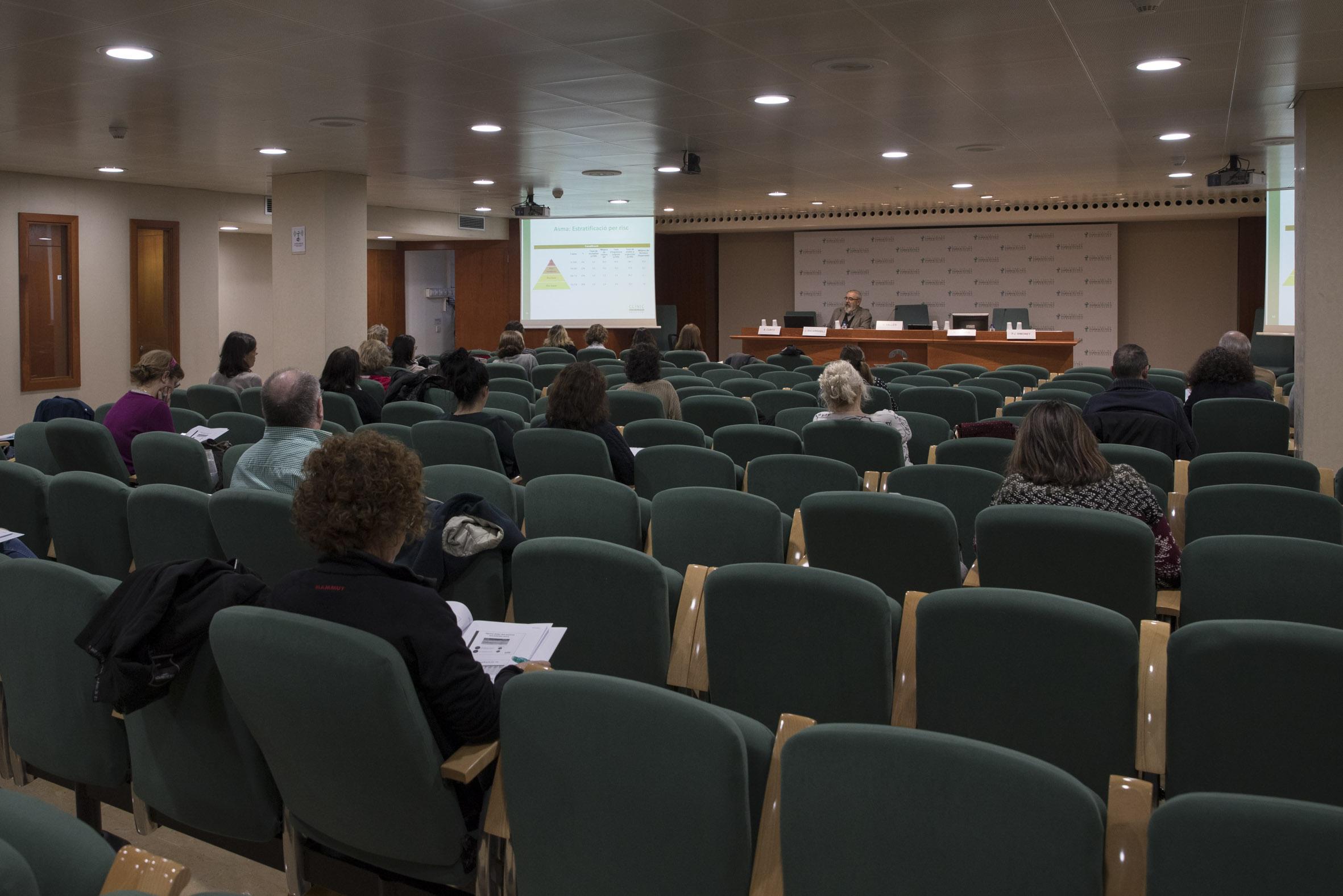 Les ponències van permetre als assistents tenir una visió global de les evidències científiques i estratègies que s'apliquen en el tractament del pacient asmàtic.