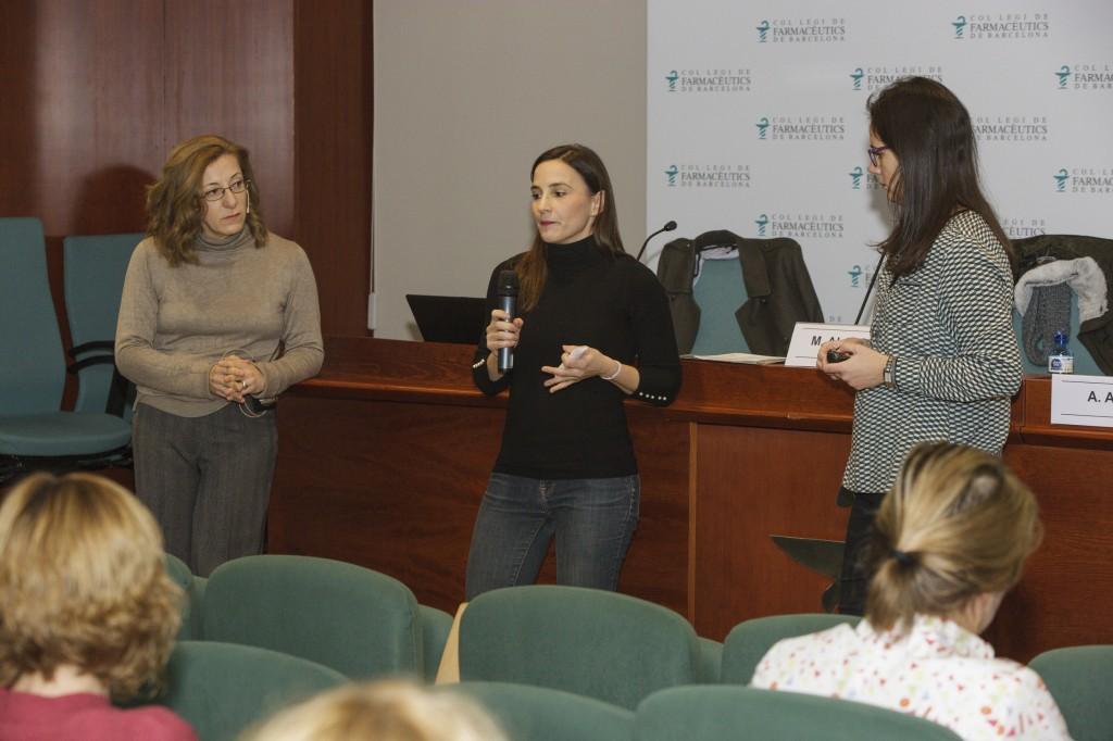 Cristina Ortuño, explicant la seva experiència com a exalumna del programa Dermoexpert.