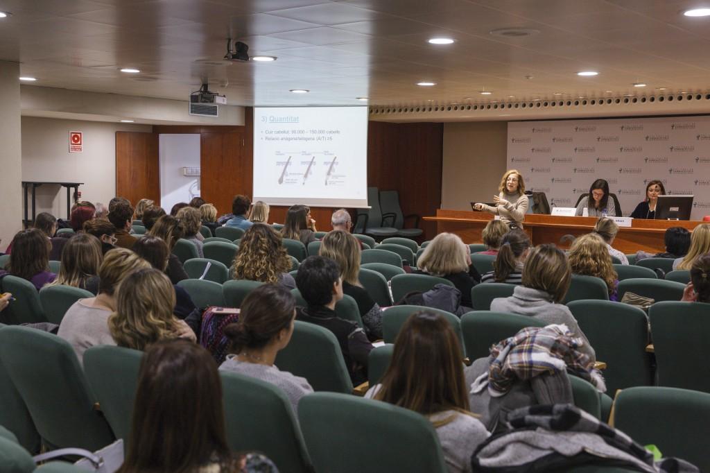 El tema central de la primera conferència del Fòrum Dermoexpert va ser l'envelliment dels cabells