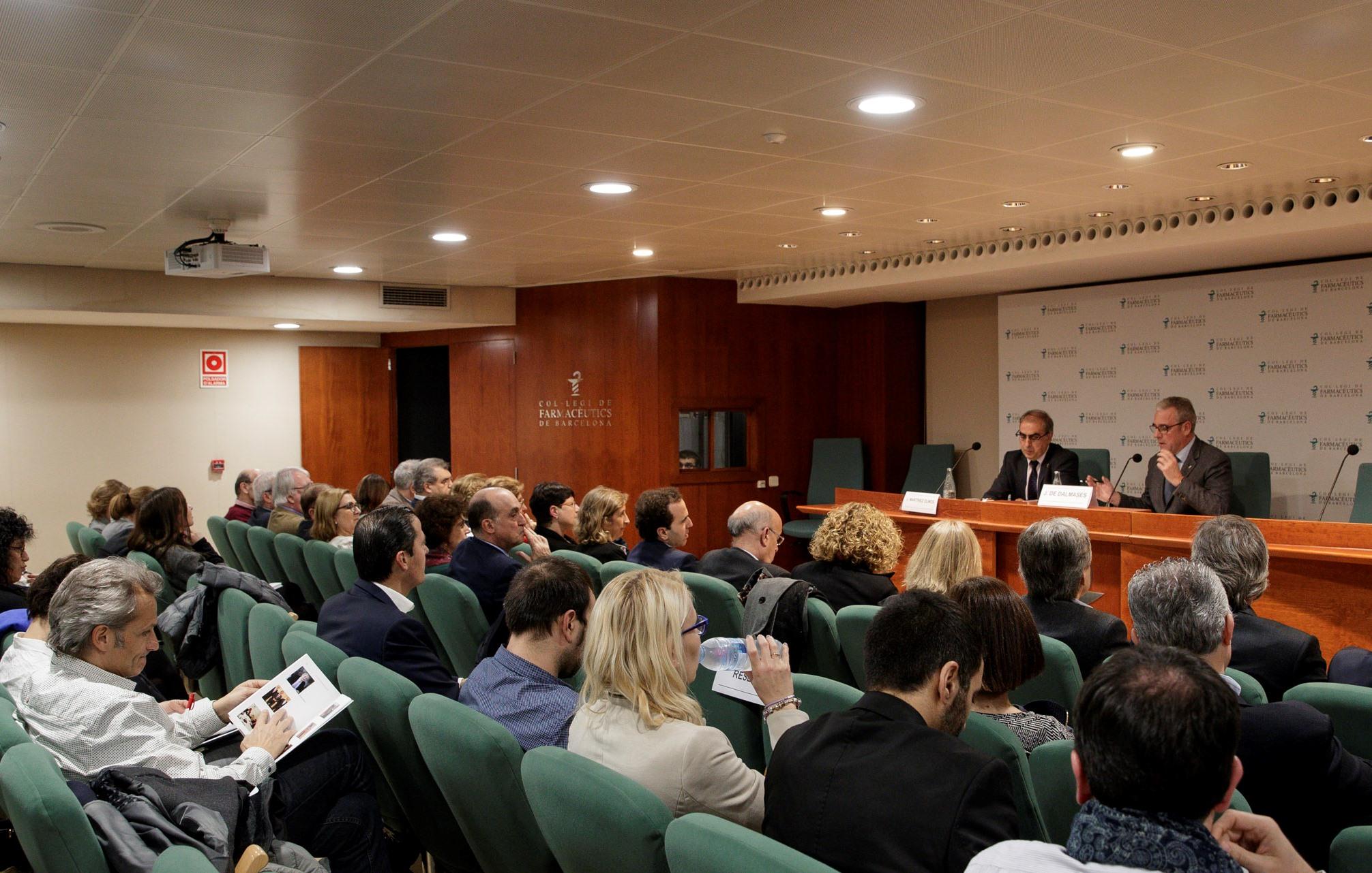 Martínez Olmos i De Dalmases van posar sobre la taula les seves reflexions sobre el futur de la Farmàcia.