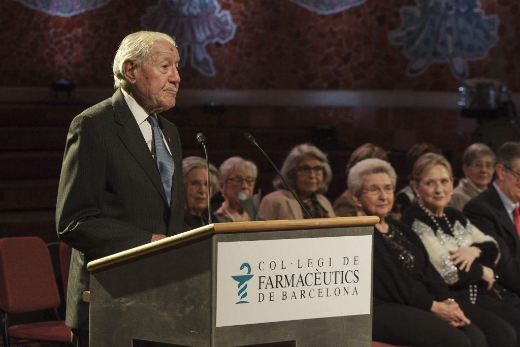 Pere Quintana va rebre la insígnia d'or i brillants pels seus 75 anys de col·legiació.