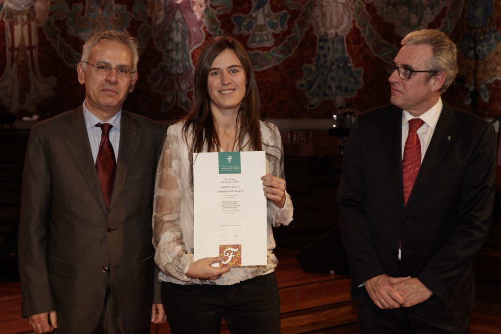 """Cristina Ruiz va recollir el diploma pel projecte """"Farmacogenètica de les estatines: cap a una medicina personalitzada""""."""