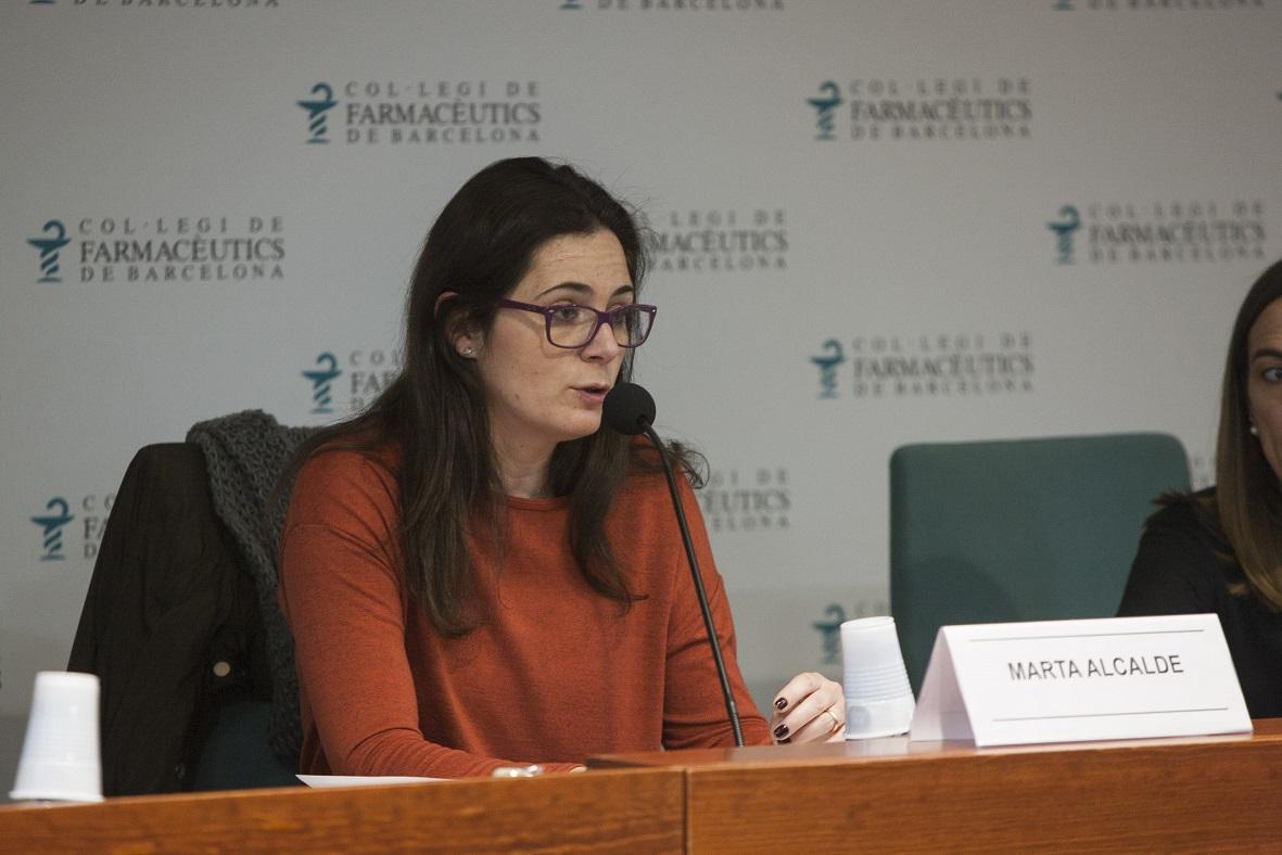 Marta Alcalde, vocal de Dermofarmàcia i Productes Sanitaris del COFB durant la sessió.