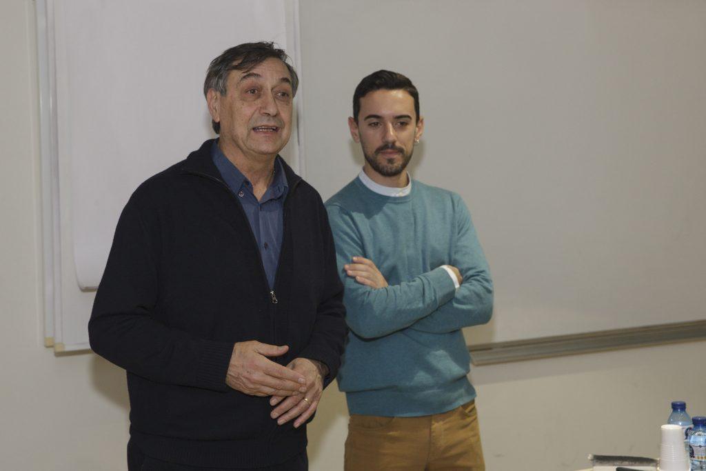 El coordinador del curs i vocal de Plantes Medicinals i Homeopatia del COFB, Josep Allué acompanyat d'Alfredo Quevedo, llicenciat en Farmàcia i especialitzat en olis essencials terapèutiques.
