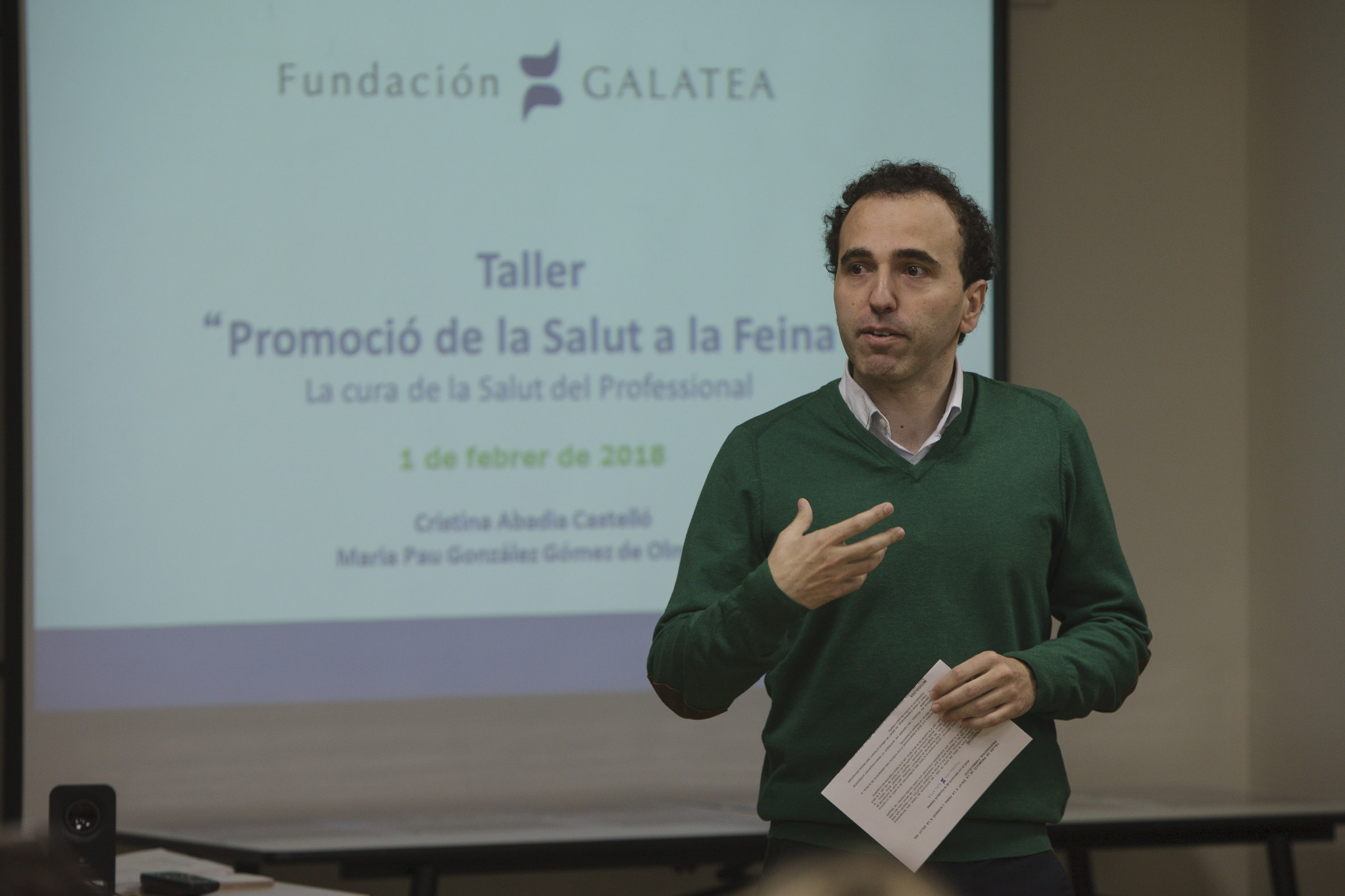 """Jordi Casas, vocal del COFB durant un moment de la presentació del taller """"Promoció de la Salut a la Feina!, organitzat per la Fundació Galatea."""