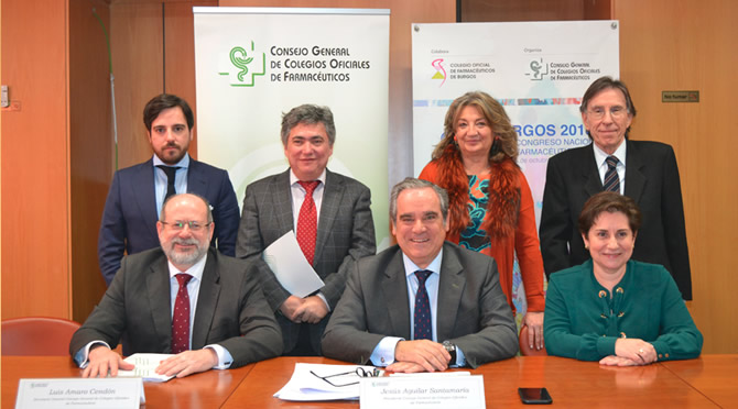 Jesús Aguilar, president del Consejo Oficial del Colegios Farmacéuticos, amb la comissió del Consell que va elaborar el Codi Deontològic.