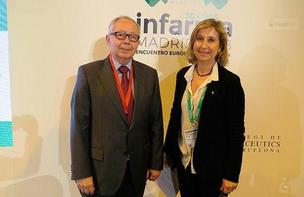 Julio Sánchez Fierro i Núria Bosch abans d'arrencar la conferència. Font: IMFarmacias