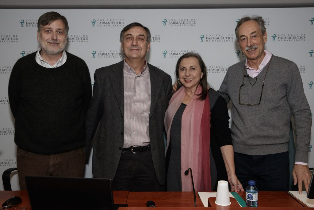 D'esquerra a dreta: Miquel Peralta, Josep Allué, María José Alonso i Juan José Dallarés, abans de començar l'acte.