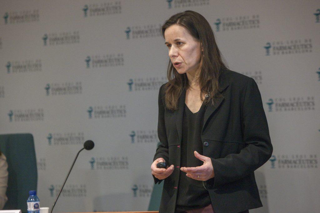 Sophie Holowacz, directora de projectes d'investigació en probiòtics de Laboratoris Pileje, durant un moment de la conferència.