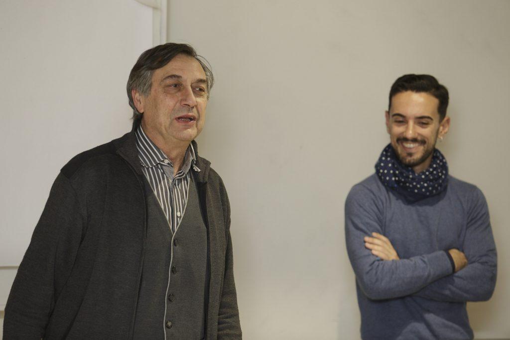 El coordinador del curs i vocal de Plantes Medicinals i Homepatia del COFB, Josep Allué acompanyat d'Alfredo Fdez. Quevedo, llicenciat en Farmàcia i especialitzat en olis essencials terapèutics.