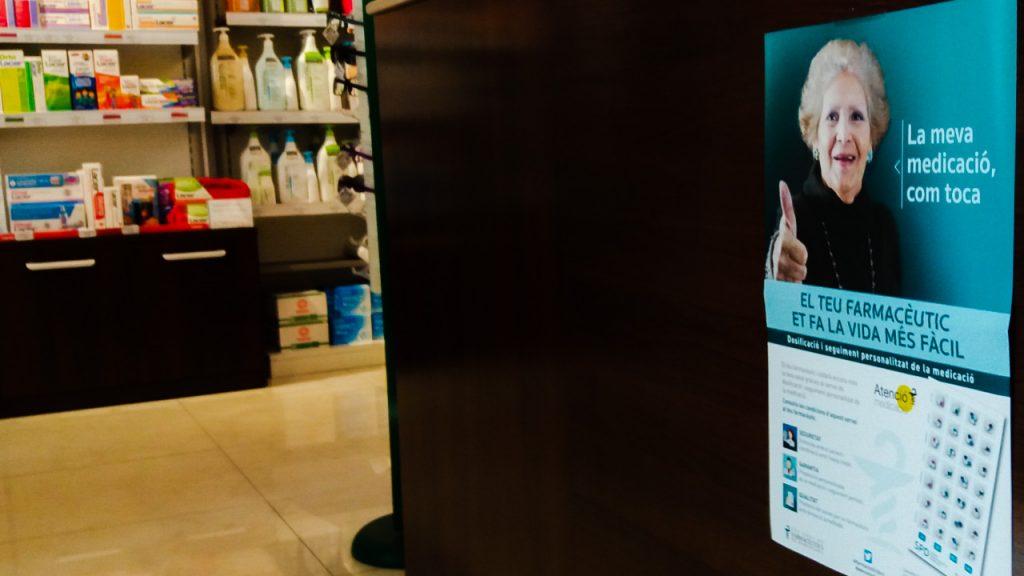 """Pòster de la campanya #Atenciómedicació amb el lema """"La meva medicació, com toca""""."""