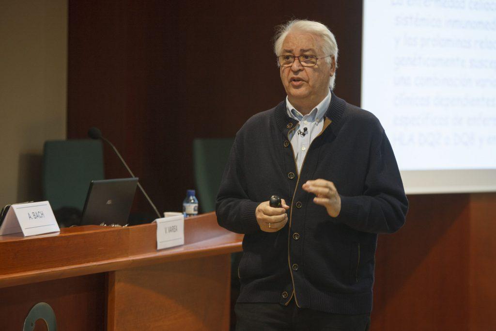 El Dr. Vicente Varea durant un moment de la conferència.