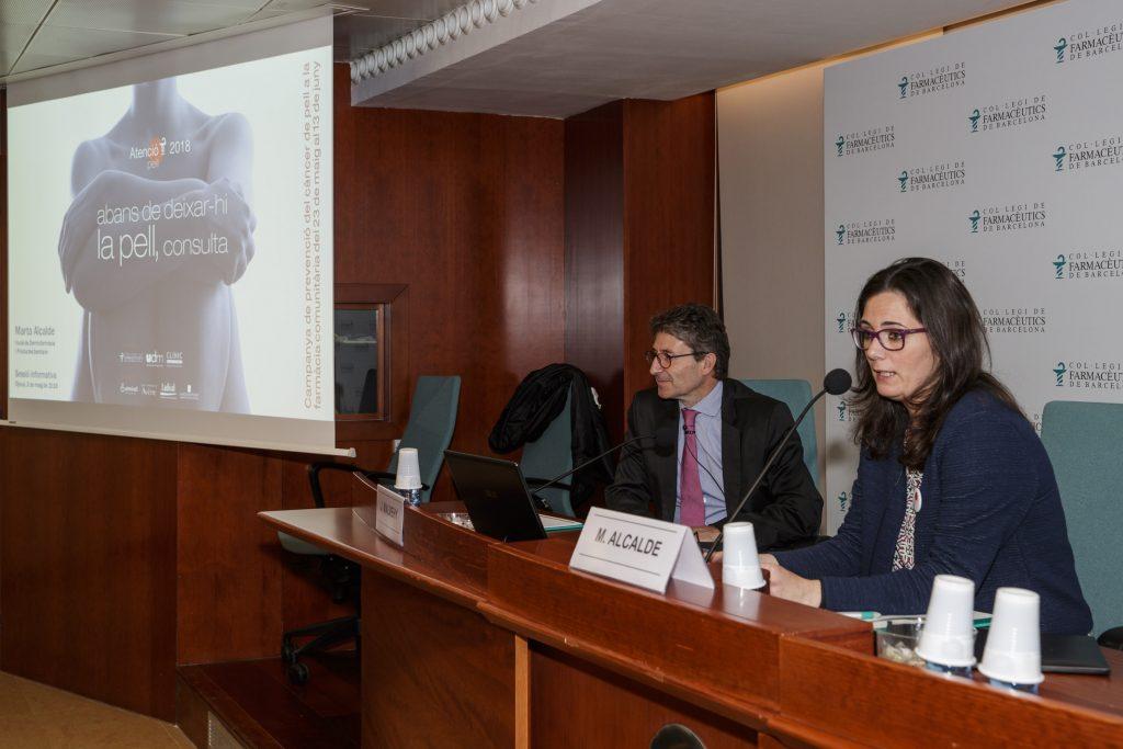 El Dr. Josep Malvehy i la vocal de Dermofarmàcia i Productes Santitaris del COFB, Marta Alcalde.