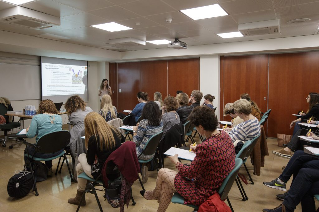 Els farmacèutics participants en la campanya #AtencióPell van omplir els diferents tallers programats.