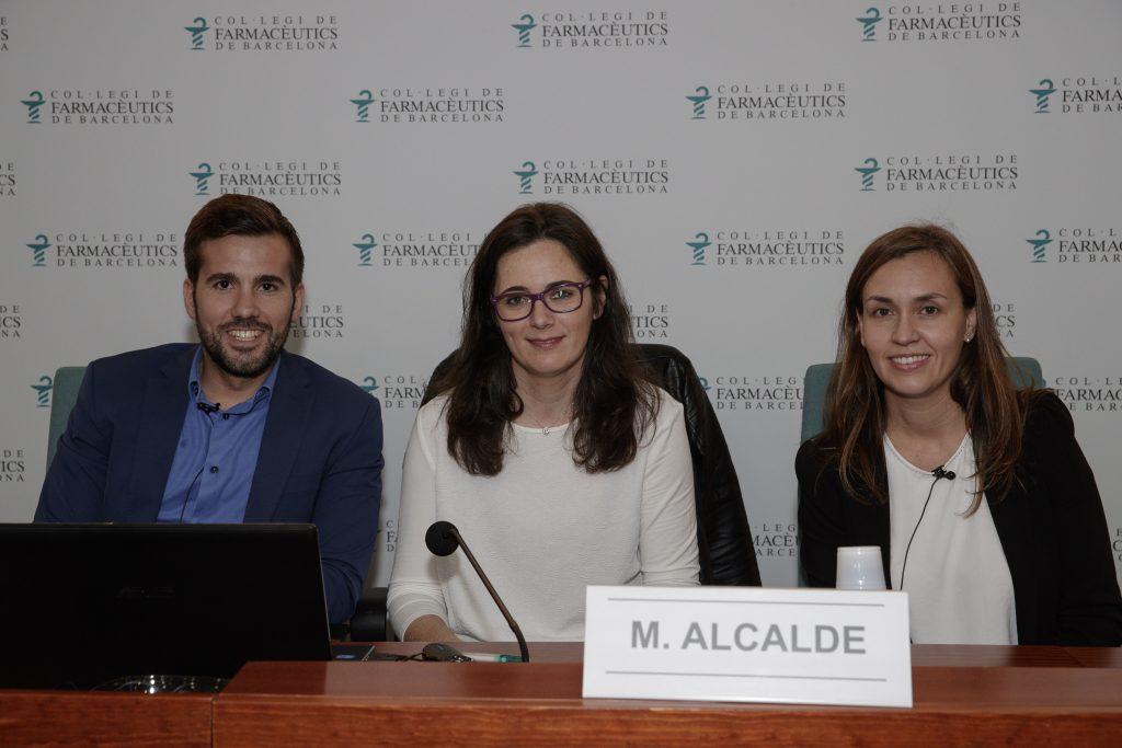David González, Marta Alcalde i Cristina de Balle, abans de començar el 4t Fòrum Dermoexpert.