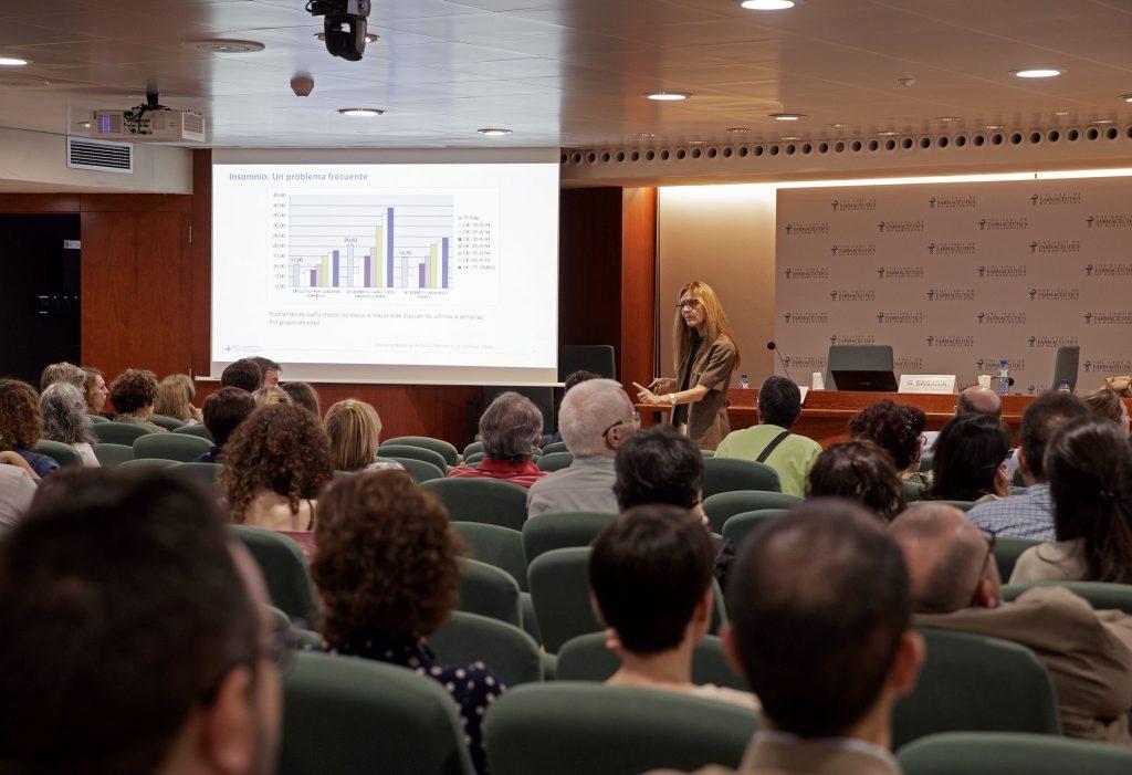 """La metgessa Odile Romero durant la conferència """"Insomni crònic. Reptes en el tractament""""."""