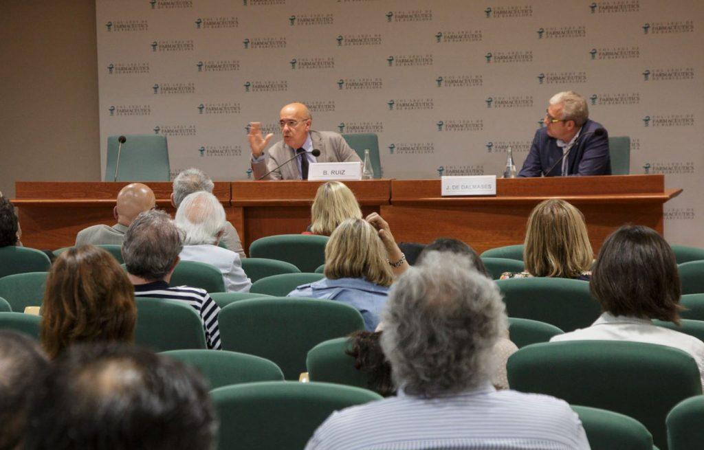 Boi Ruiz, director de la Càtedra de Gestió i Polítiques Sanitàries de la Facultat de Medicina i Ciències de la Salut de la Universitat Internacional de Catalunya (UIC) i exconseller de la Generalitat, acompanyat del president del COFB, Jordi De Dalmases.