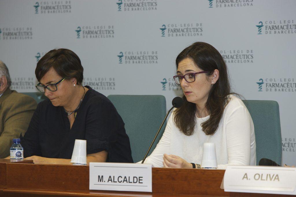 La vocal de Dermofarmàcia i Productes Sanitaris del COFB, Marta Alcalde, durant un moment de l'acte.