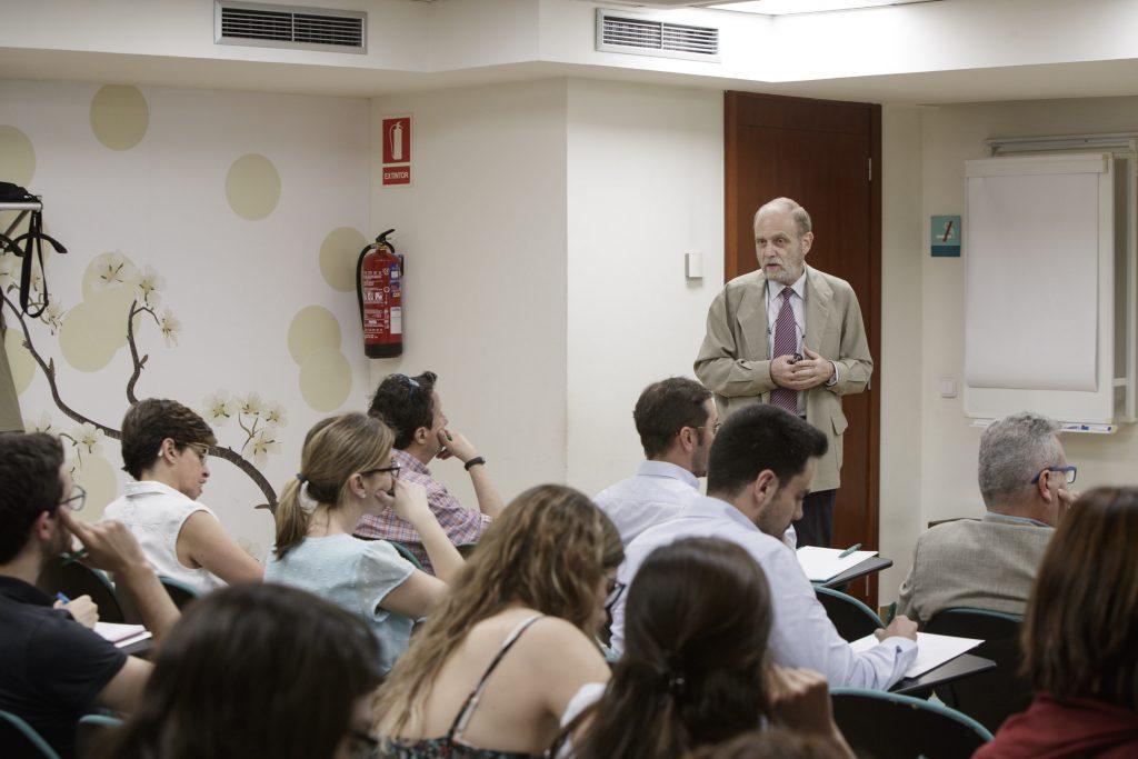"""El Dr. Josep Maria Miró Meda, durant la ponència """"El camí fins a la detecció: infecció aguda""""."""