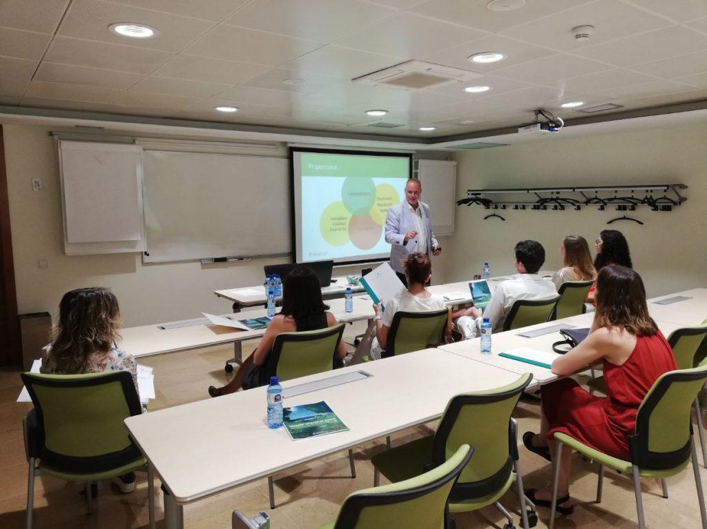 Joan Carles Serra, en un moment de la presentació de la XIV edició del Màster de Gestió de l'Oficina de Farmàcia.