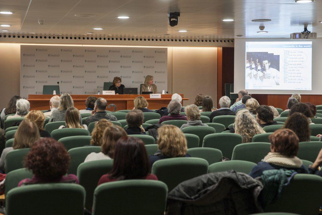 La conferència va despertar un gran interès entre els assistents.