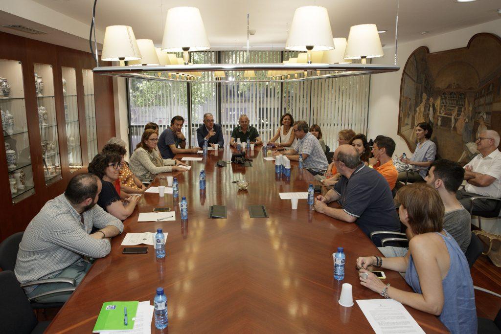 Sessió de treball de la Comissió de Beques amb membres dels equips dels projectes becats