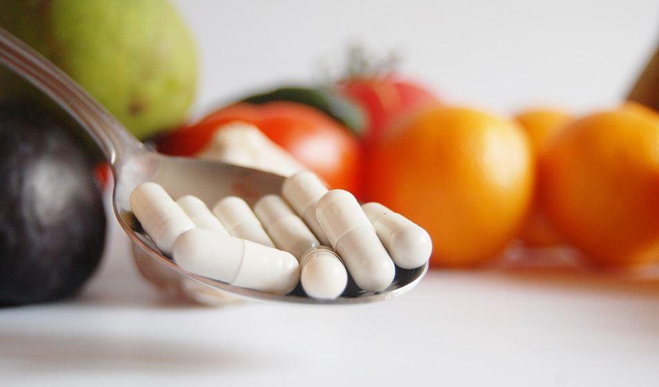 Interaccions dels medicaments amb aliments, plantes o complements alimentosos.