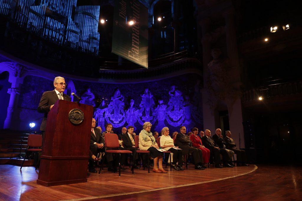 El president del COFB, Jordi de Dalmases, donant la benvinguda als homenatjats i assistents.