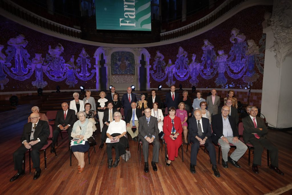 Els homenatjats i homenatjades pels seus 50 anys de col·legiació.