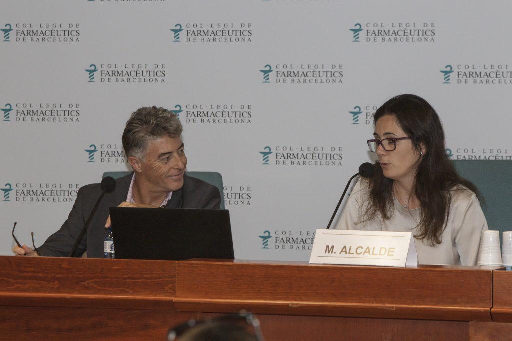 Oscar Mateo, membre d'stanpa i Marta Alcalde, vocal de Dermofarmàcia i Productes Sanitaris del COFB.