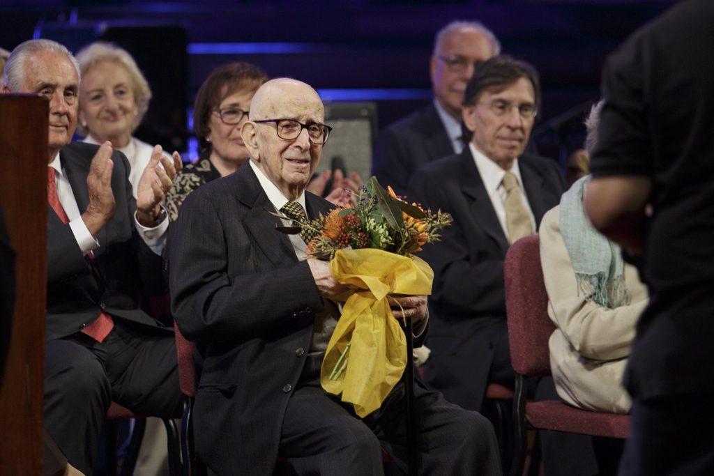 Carles Busquet durant el reconeixement als seus 75 anys de col·legiació.