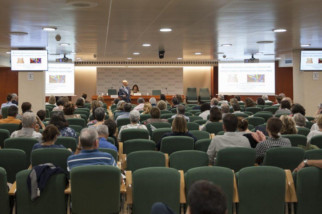 """Un moment de la conferència """"Microbiota intestinal, molt més influent d'allò que creiem""""."""