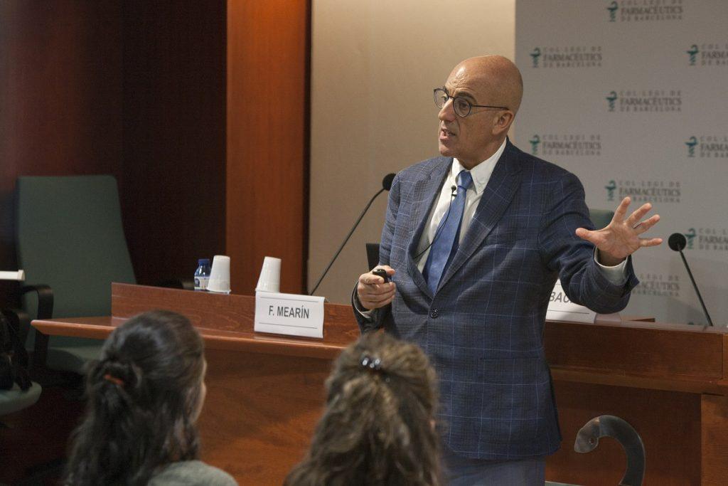 El Dr. Fermín Mearin, cap del servei de l'aparell digestiu del Centre Mèdic Teknon de Barcelona, durant la seva xerrada.