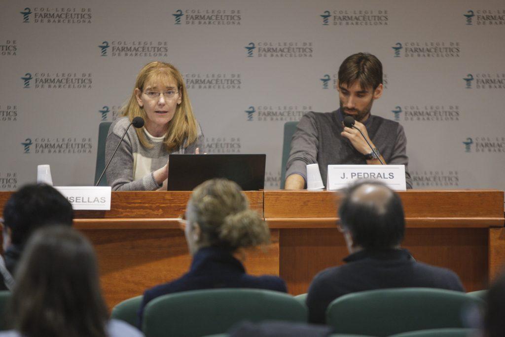 Els farmacèutics comunitaris i formulistes Ariadna Crusellas i Josep Pedrals, presidenta i vicepresident d'Aprofarm, durant la sessió.