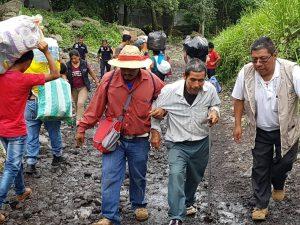 Evacuació de les persones afectades per l'erupció del volcà de Fuego a Guatemala. Font: Farmamundi