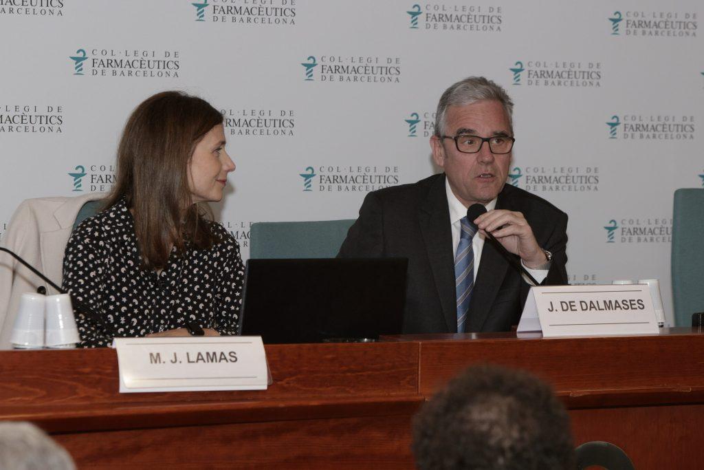 Maria Jesús Lamas, directora de l'AEMPS, acompanyada de Jordi de Dalmases, president del COFB.