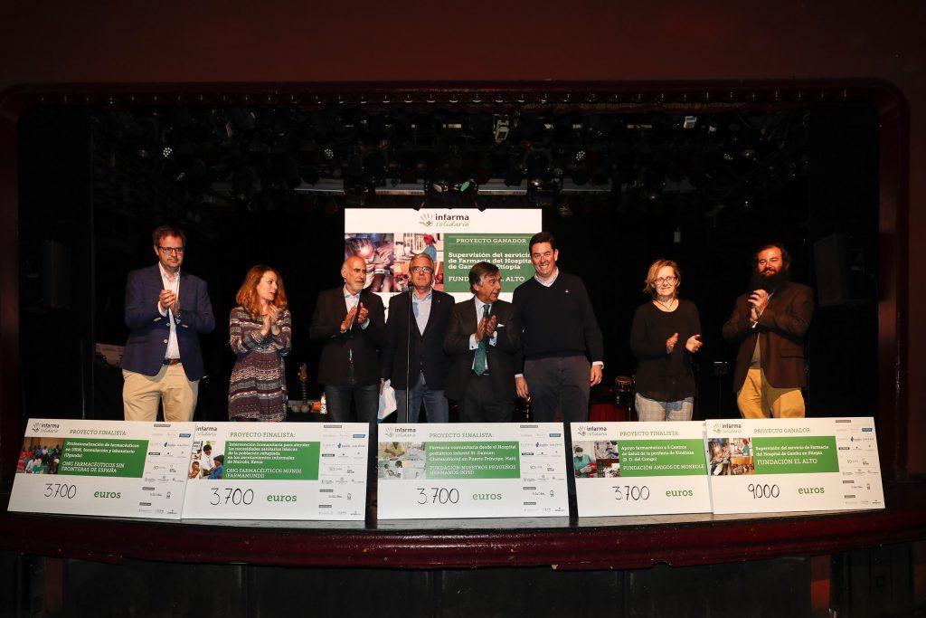 Moments de l'entrega dels xecs al projecte guanyador i als 4 finalistes d'Infarma Solidario.