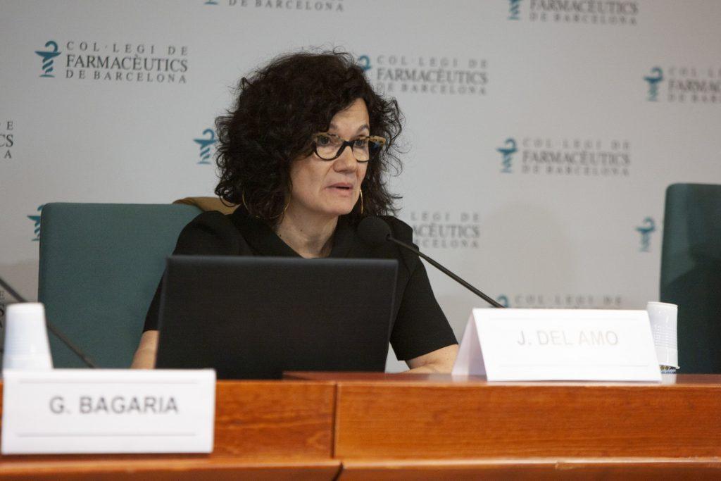 La Dra. Julia del Amo, durant la seva conferència.
