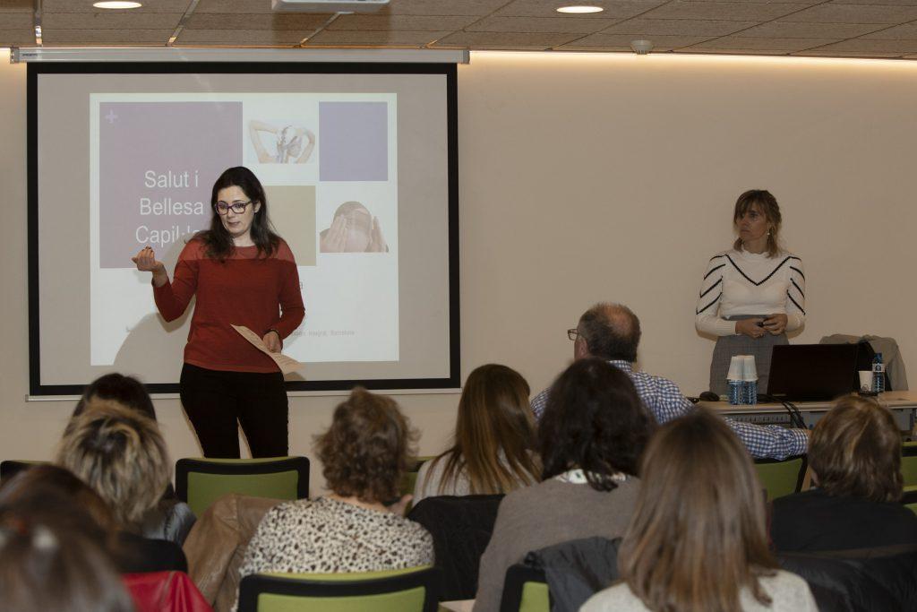 Marta Alcalde, vocal de Dermofarmàcia i Productes Sanitaris de COFB, acompanyada de la Dra. Cristina Paradelo, dermatòloga de l'Institut Dermatològic Integral de Barcelona.