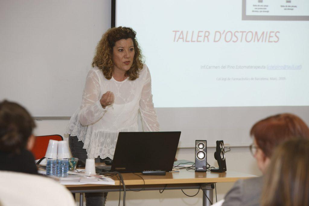 Carmen del Pino,infermera estomaterapèuta i responsable de la consulta d'ostomia al Consorci Sanitari Parc Tauli de Sabadell, en un moment de la seva sessió.