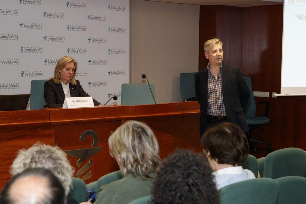 Montserrat Gironès, vocal d'Ortopèdia del COFB, acompanyada del Dr. Roman Escudero.