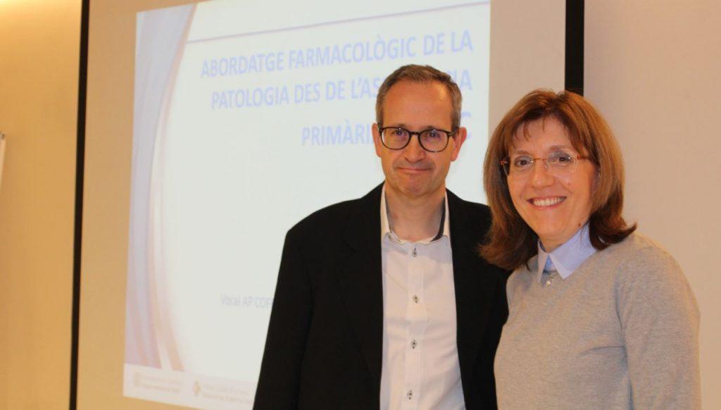 Pere J. Simonet, metge de família de l'EAP Viladecans 2 i Roser Vallès, farmacèutica i vocal d'Atenció Primària del COFB.