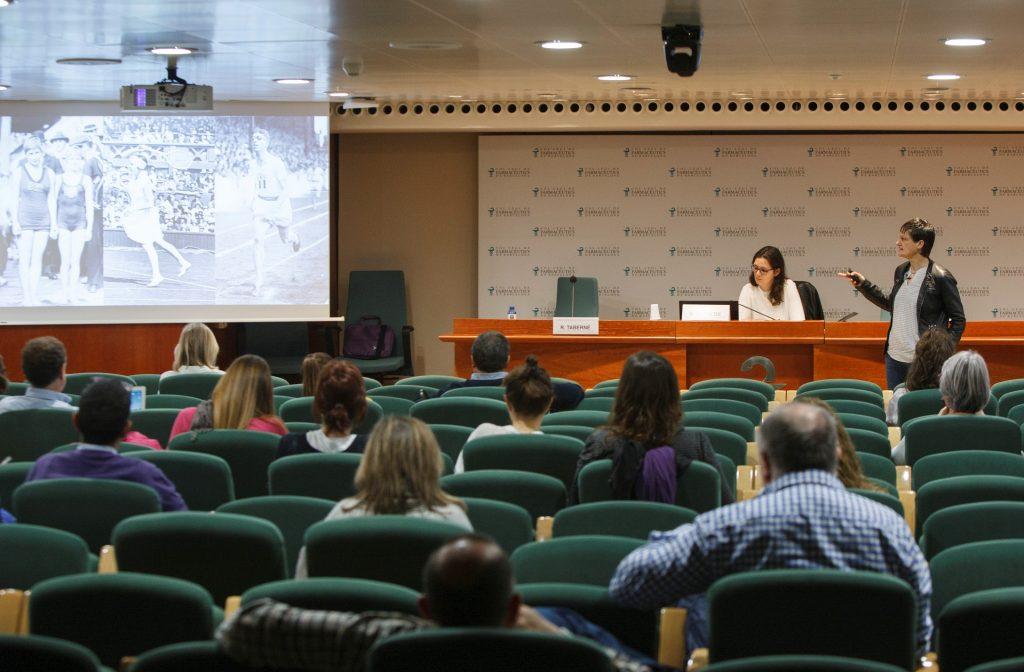 La Dra. Rosa Taberner, durant la seva participació al Fòrum Dermoexpert.