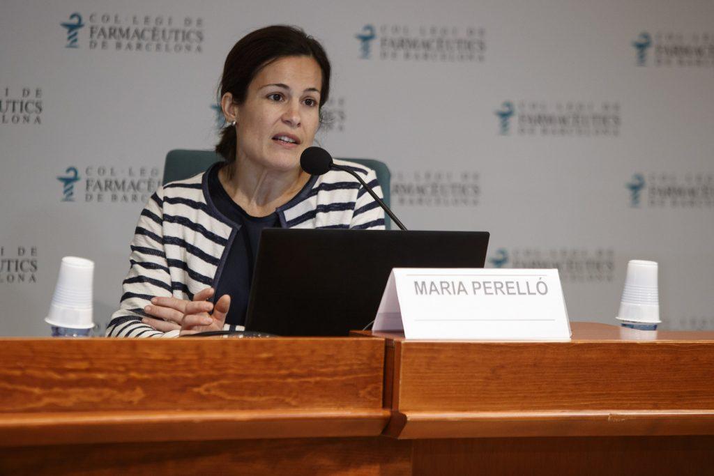 """Maria Perelló a la sessió """"Innovació i disseny en els nous dispositius per fumar: ens venen fum!""""."""