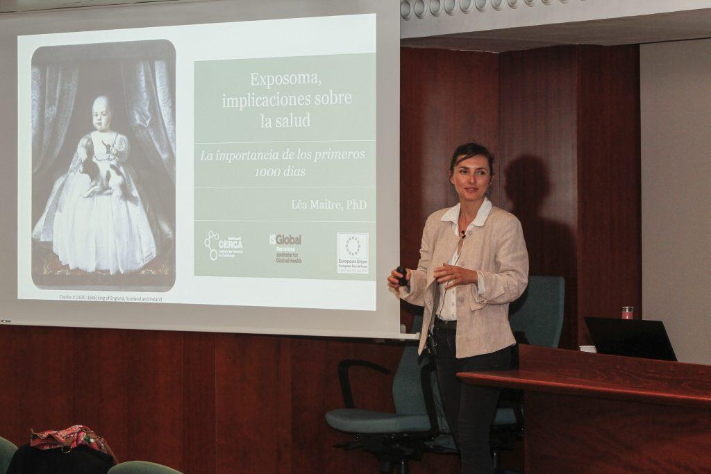 Léa Maitre, en l'inici de la seva presentació sobre l'exposoma.