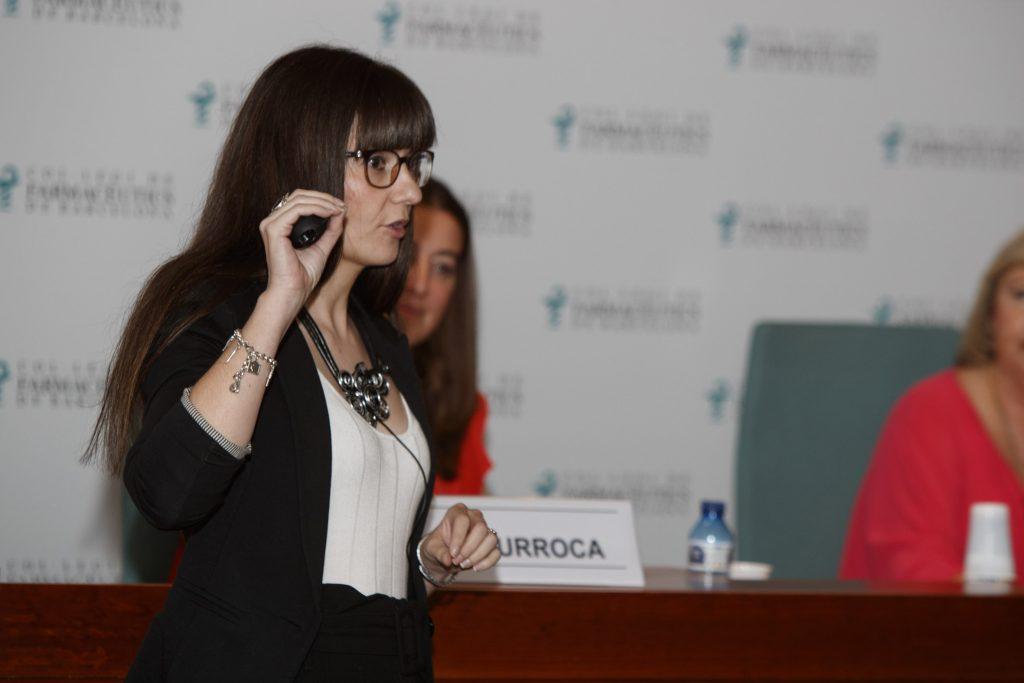Un moment de la intervenció de Fátima Bravo a la sessió sobre incontinència urinària.