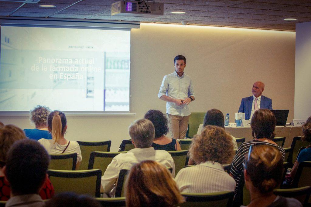 Ignacio Padrino,farmacèutic titular i consultor estratègic, en un moment de la seva exposició al Fòrum MGOF.